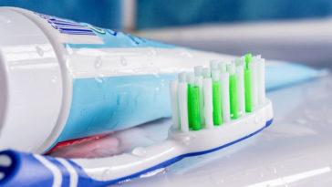 Macchie di dentifricio