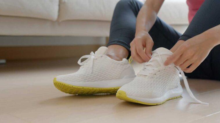 Come pulire le solette delle scarpe
